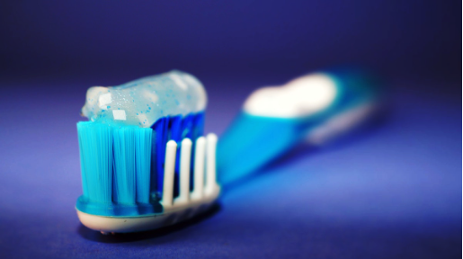 blur-bristle-brush-clean-298611